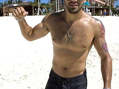 pictures of a shirtless Jesse Metcalfe flaunting his sexy body