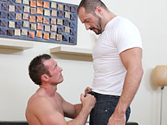 Huge muscle gay bear fuck