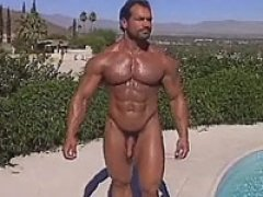 Voluptuous hot bodybuilder shaving his legs &balls