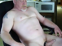 Mature gays performs really perverted things on the camera